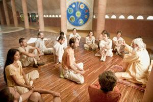 Meditationshaus des Dorfes. Hier trifft sich die Gruppe jeden Morgen zur Meditation und Gespraechsrunde.